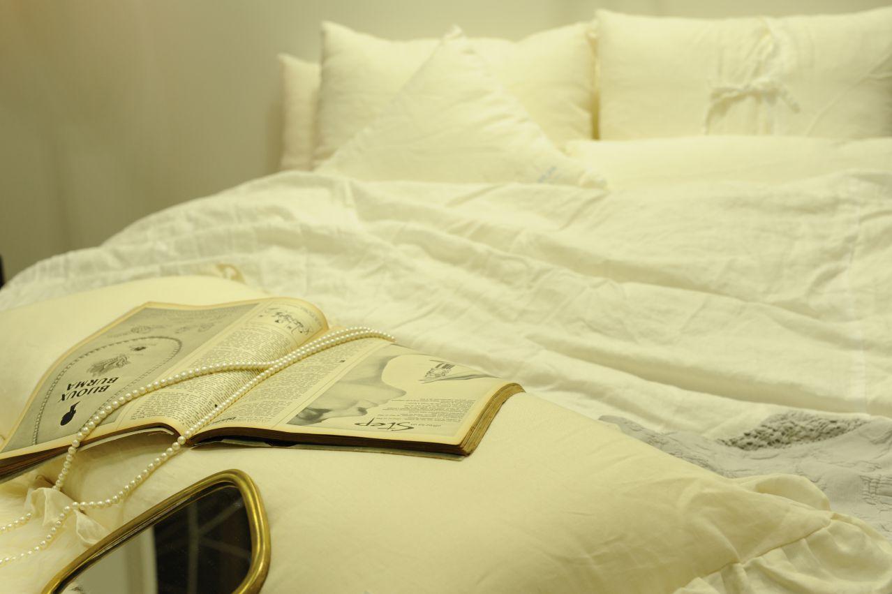 寝室 スタイリング 寝室 インテリア おしゃれ 時代に左右されない 自分だけのお気に入り寝室空間